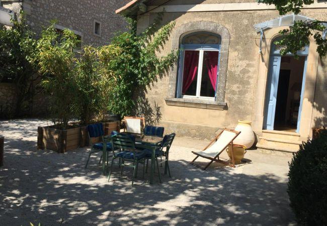 Maison à Eygalières - Charmante maison rénovée centre Eygalières